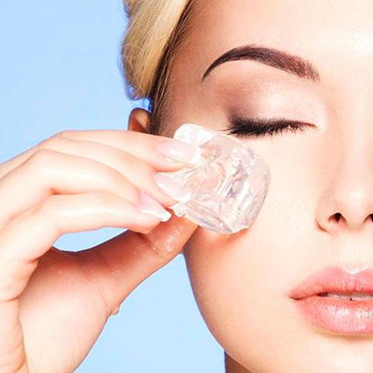 7 avantages incroyables d'utiliser des glaçons sur votre visage