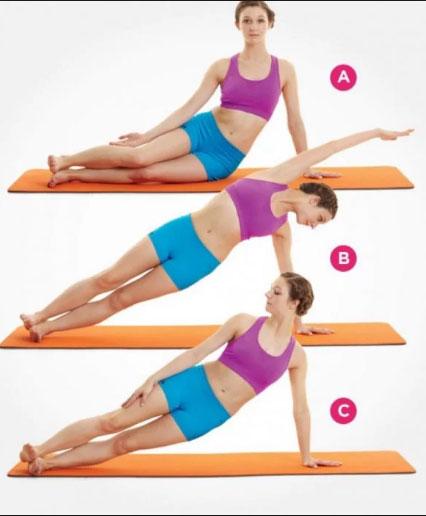 Exercice de taille sur un tapis de yoga