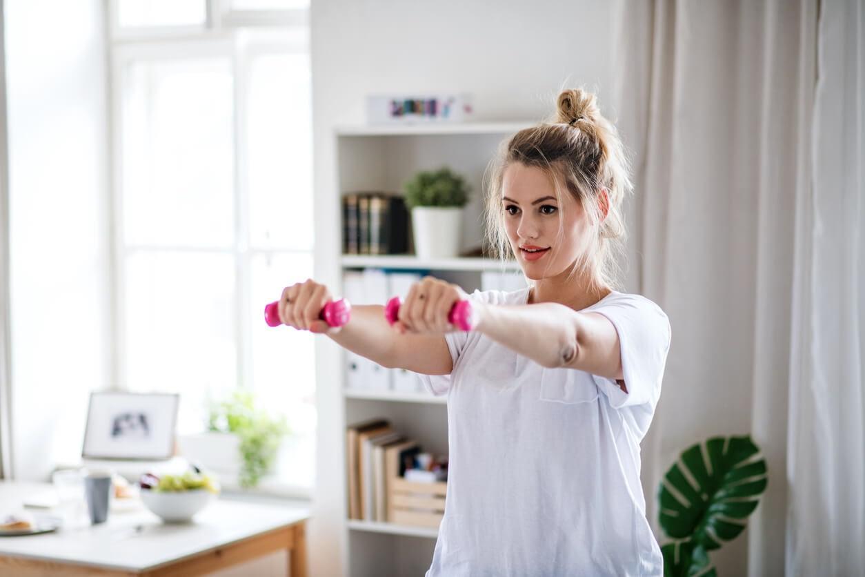 Exercices d'haltères pour les bras